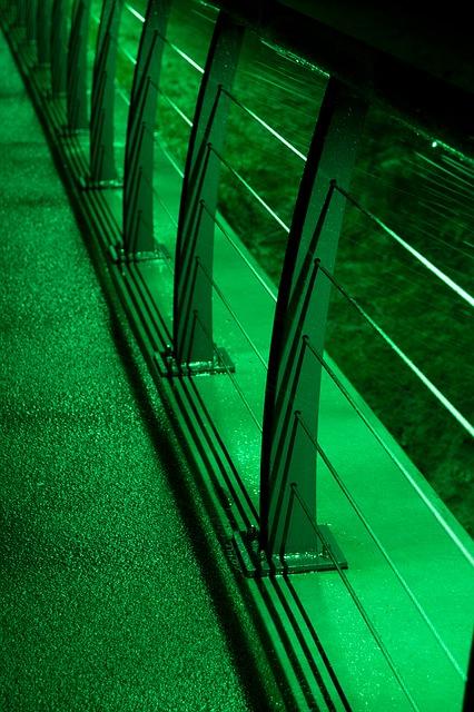 Sklenené zábradlie – moderný spôsob riešenia schodiska a zábradlia