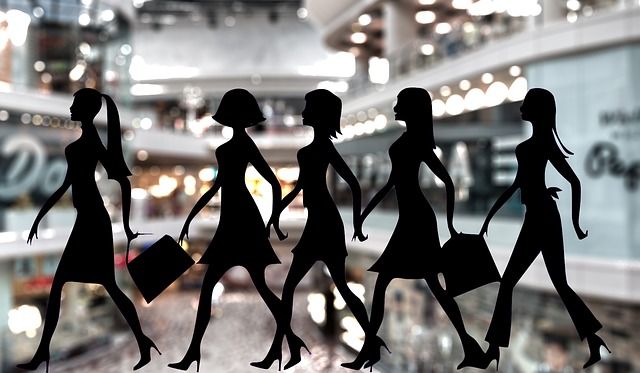 siluety dívek po nákupech