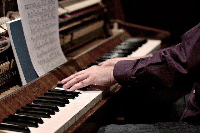 hra na piano