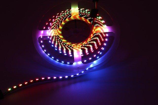 Tri farby vjednom osvetlení, to vám doprajú RGD led pásiky