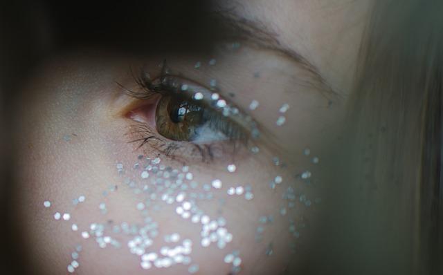 třpitky u oka