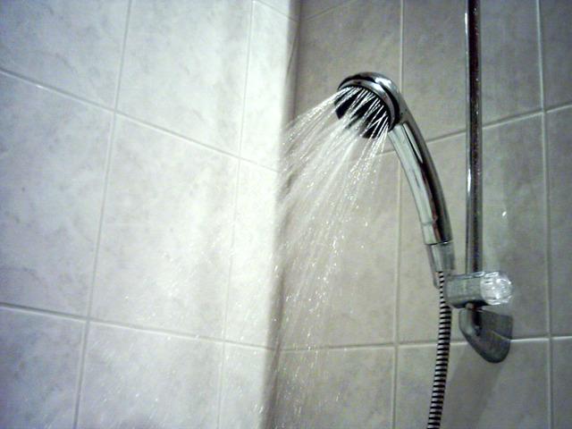 voda tečúca v sprche